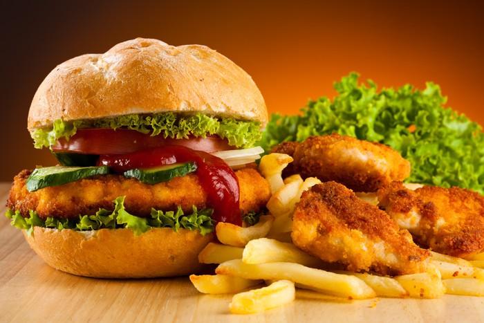 hamburguesa con nuggets