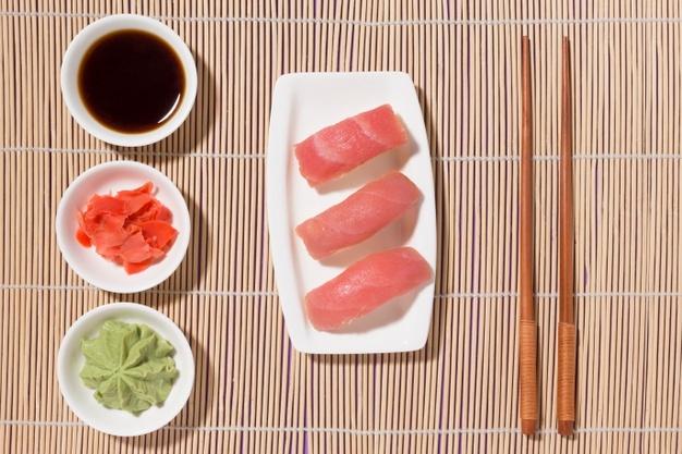wasabi y jengibre para el sushi